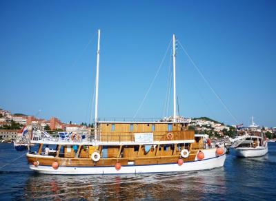 Viktorija Classic Ensuite Boat