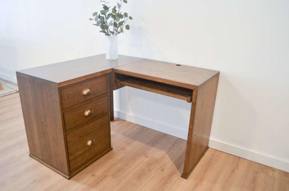 huge selection of 083a3 f023b Custom Solid Wood Corner Desks | Bath Built Furniture 2019