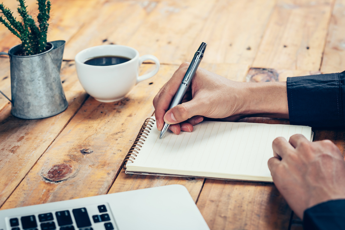 How to Write Descriptive Sentences - 2021 - MasterClass