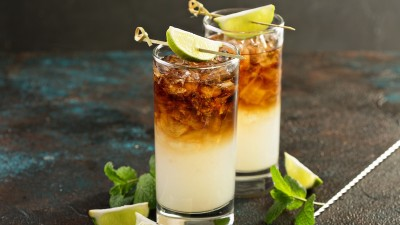 how-to-make-a-dark-n-stormy-cocktail