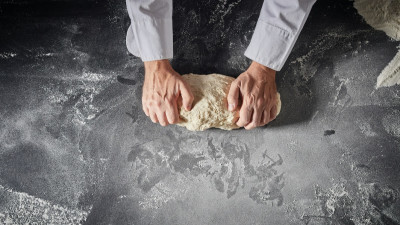 how-to-stretch-pizza-dough