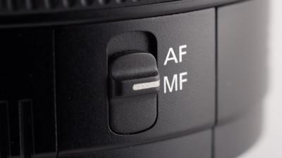 Camera lens autofocus and manual focus switch