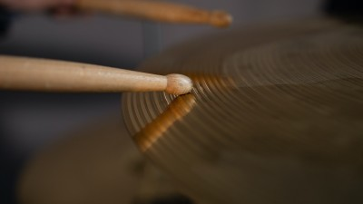 how-to-hold-drum-sticks