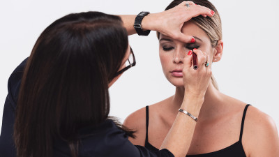 how-to-do-eye-makeup-with-bobbi-brown