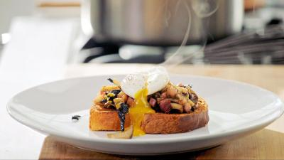 gordon ramsay's perfect poached egg with mushroom on brioche
