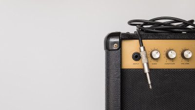 Guitar amplifier with aux cord