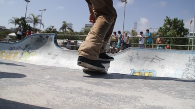 how-to-do-a-frontside-tailslide-on-a-skateboard