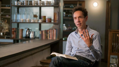Malcolm Gladwell at coffee bar with book