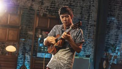 jake-shimabukuros-tips-for-strumming-a-ukulele