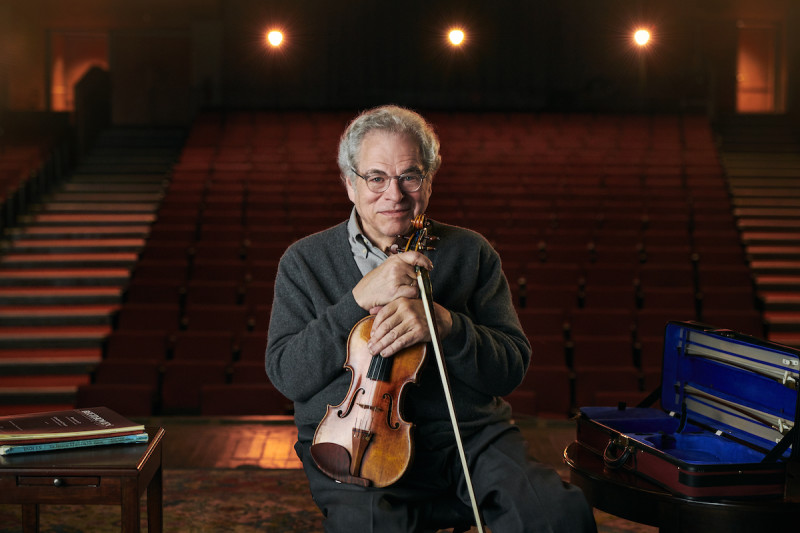 Itzhak Perlman on stage with violin