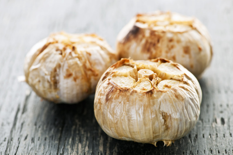 All About Garlic: Benefits and Uses, Plus Easy Roasted Garlic Recipe