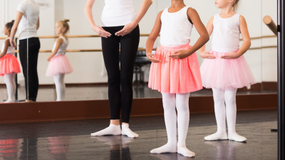 understanding-the-basic-ballet-arm-and-foot-positions
