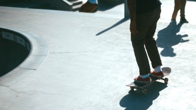 how-to-find-your-skateboarding-stance-goofy-foot-vs-regular