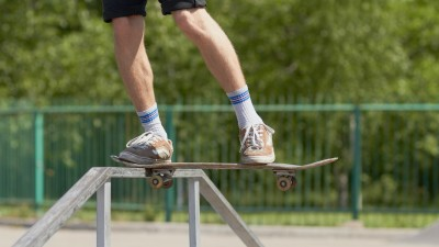 how-to-noseslide-on-a-skateboard