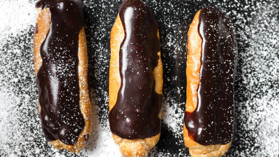 Chocolate eclairs with powdered sugar