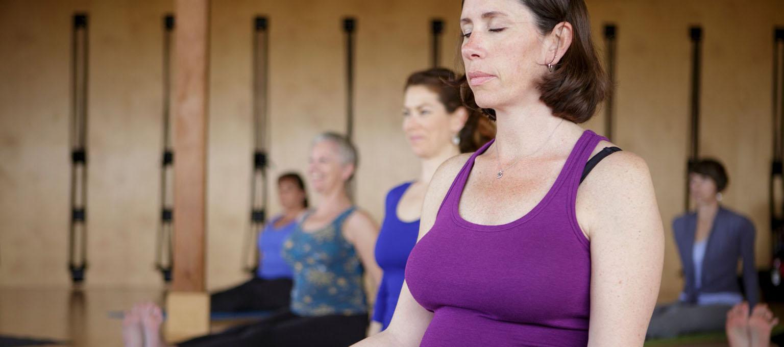 Practising pregnancy yoga