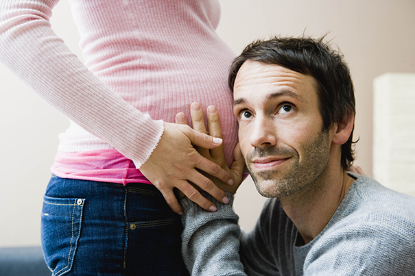 9 Ways to Tell Your Partner You're Pregnant
