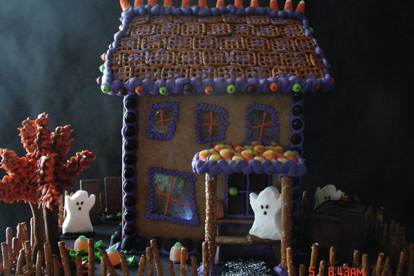 Marshmallow Ghost House by Hodge Podge Hill