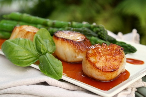 Scallops with Caramel-Mandarin and Soy Sauce