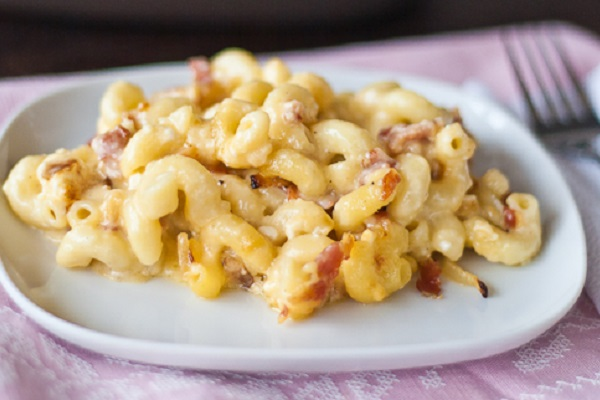 3 Cheese Macaroni with Bacon from Jo Cooks