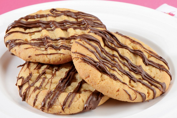 Peanut Butter Toffee Crunch Cookies from Tate + Lyle