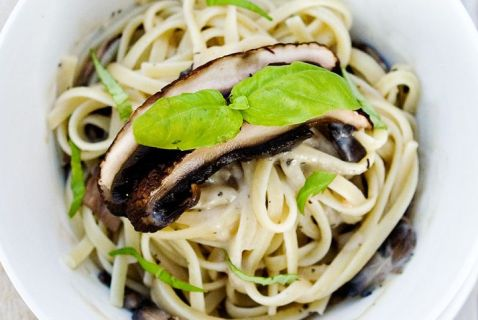 Vegan Linguine in Mushroom Cream Sauce