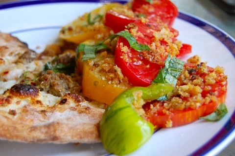 Heirloom Tomatoes with Garlic-Fennel Breadcrumbs
