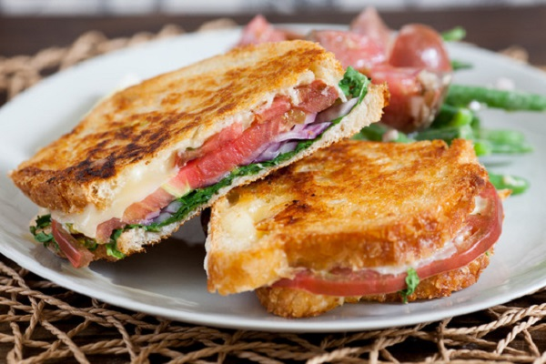 Heirloom Tomato & Fontina Grilled Cheese Sandwiches with Dijon Green Beans from Blue Apron