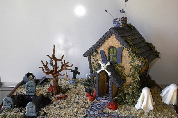 Haunted Gingerbread Landscape by DD