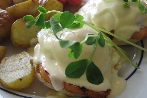 Eggs Benedict with Peameal Bacon
