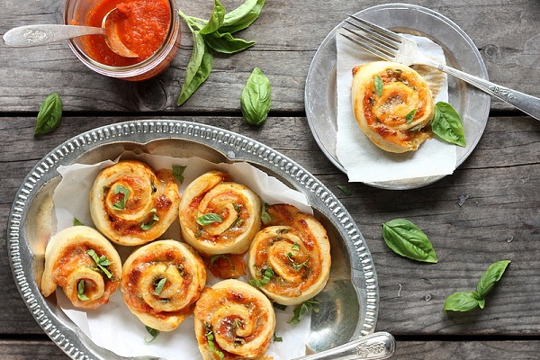 Margherita Pizza Wheels (with Tomato, Basil, and Mozzarella) from Completely Delicious