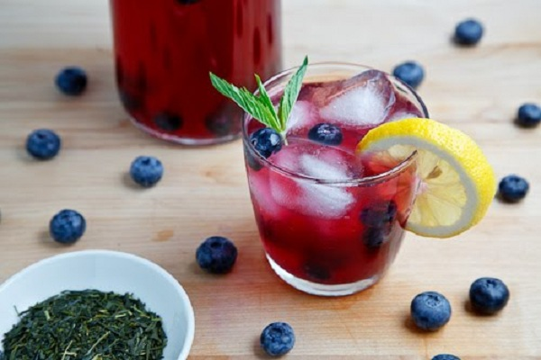 Blueberry Iced Green Tea from Closet Cooking