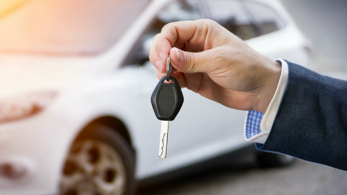 handing back car keys at the end of a lease