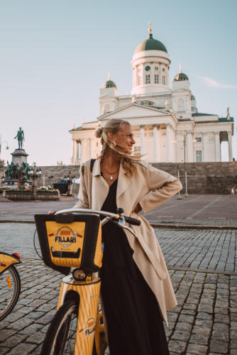 A woman riding an Alepa citybike in Helsinki