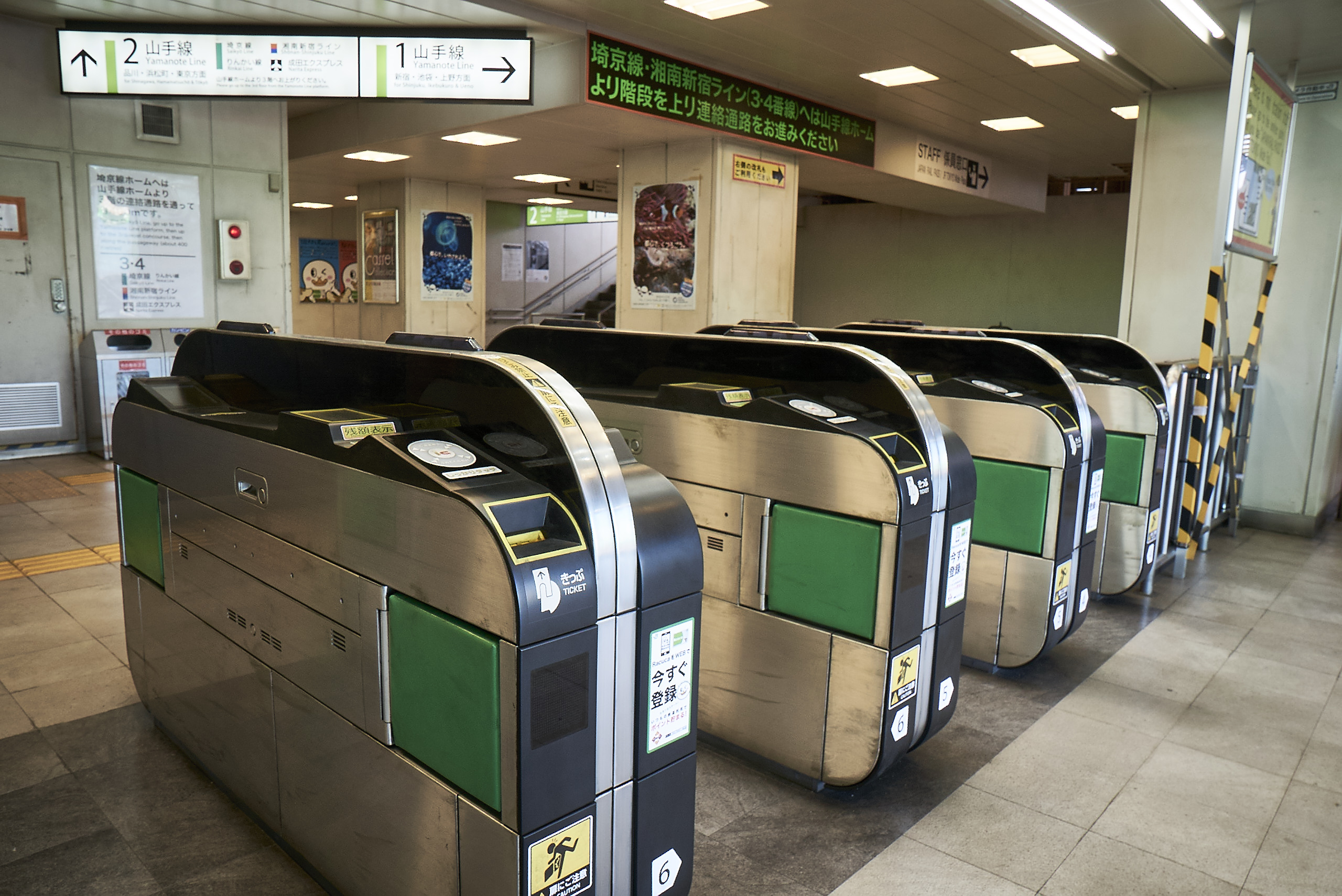 The ticket gate in episode 1