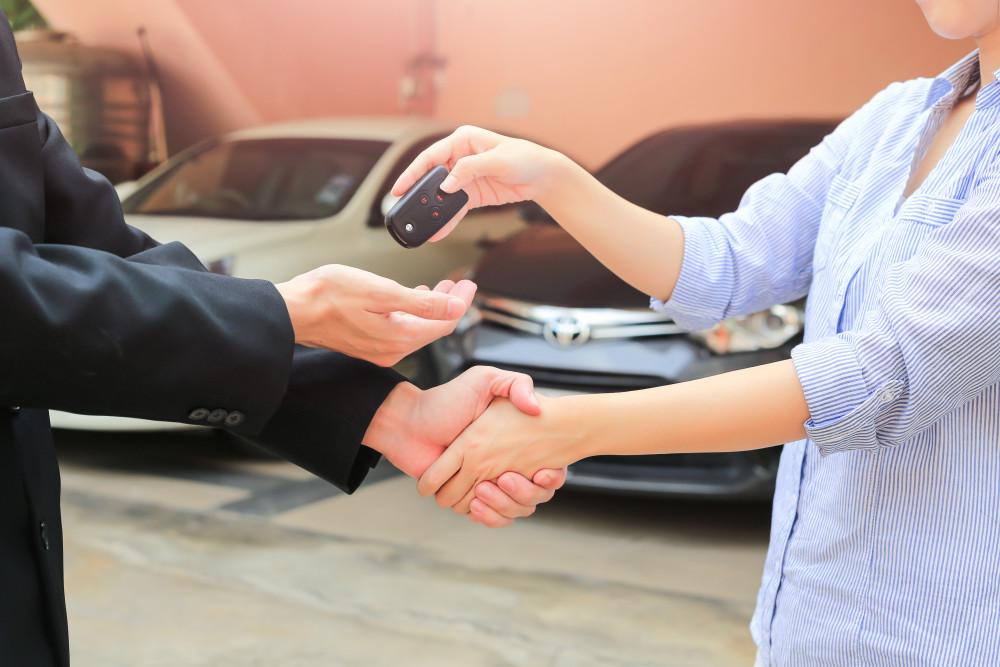 Hasil gambar untuk Jual Mobil Anda Online: Langkah 3, Menggunakan Informasi yang Tepat untuk Membantu Menjual Mobil Anda