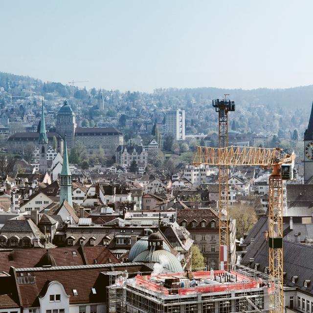 Über den Dächern der Stadt Zürich.