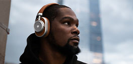 kevin durant wearing master and dynamic headphones