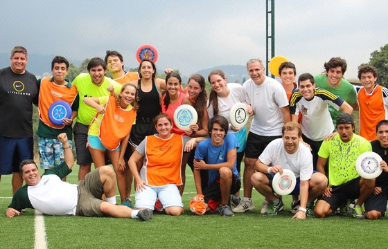 A mixed Ultimate Frisbee team posing for the photo