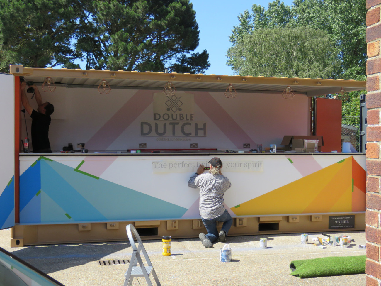 brand-activation-double-dutch-container-bar