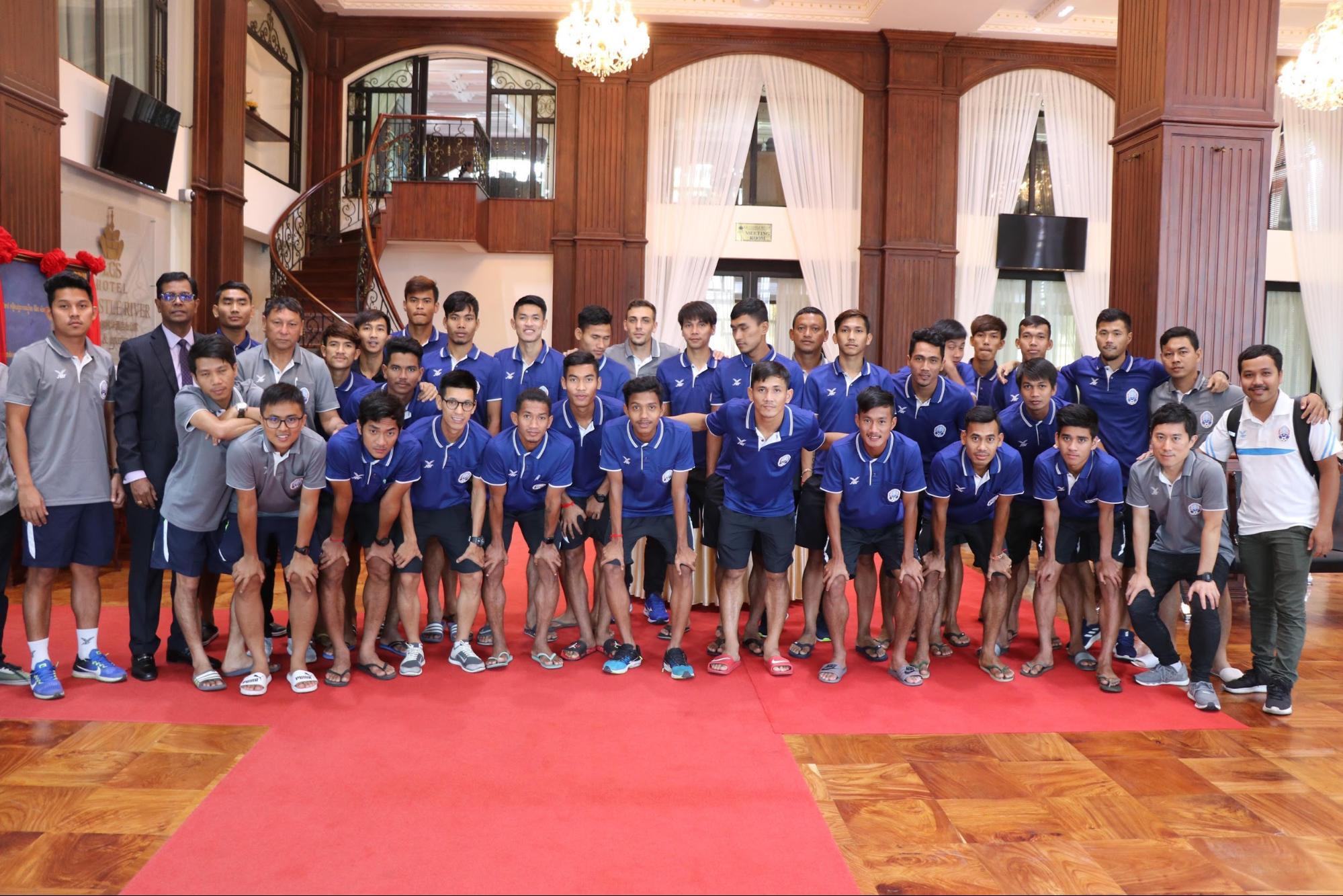 サッカーカンボジア代表チームのみなさん