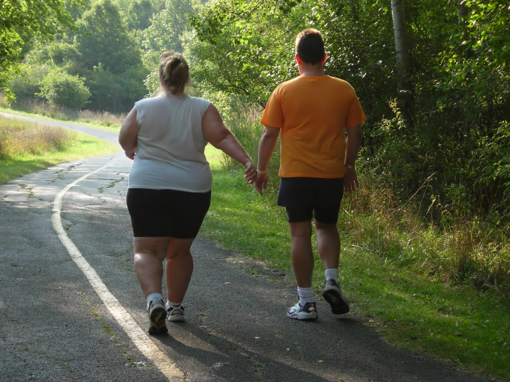 overweight obese people walking to prevent type 2 diabetes