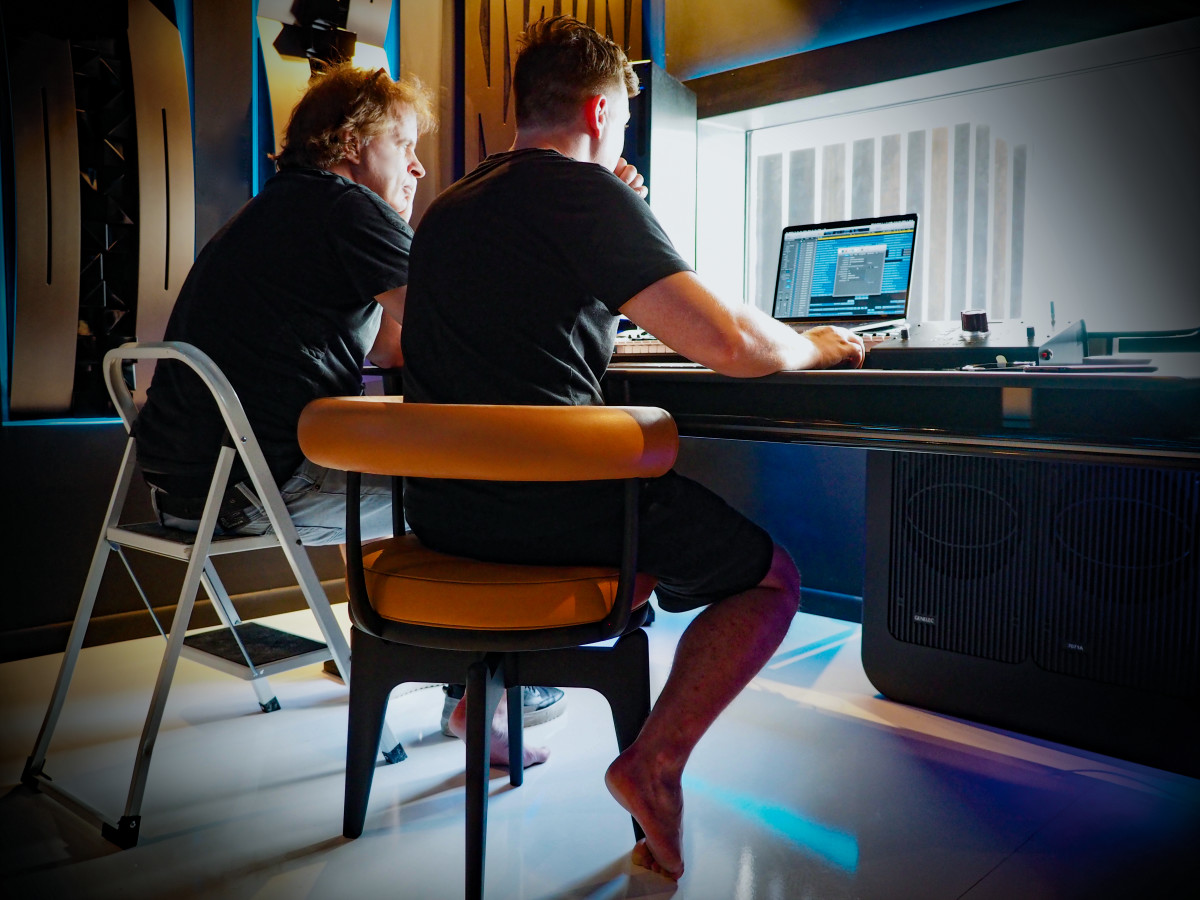 Hardwell takes Genelec on holiday