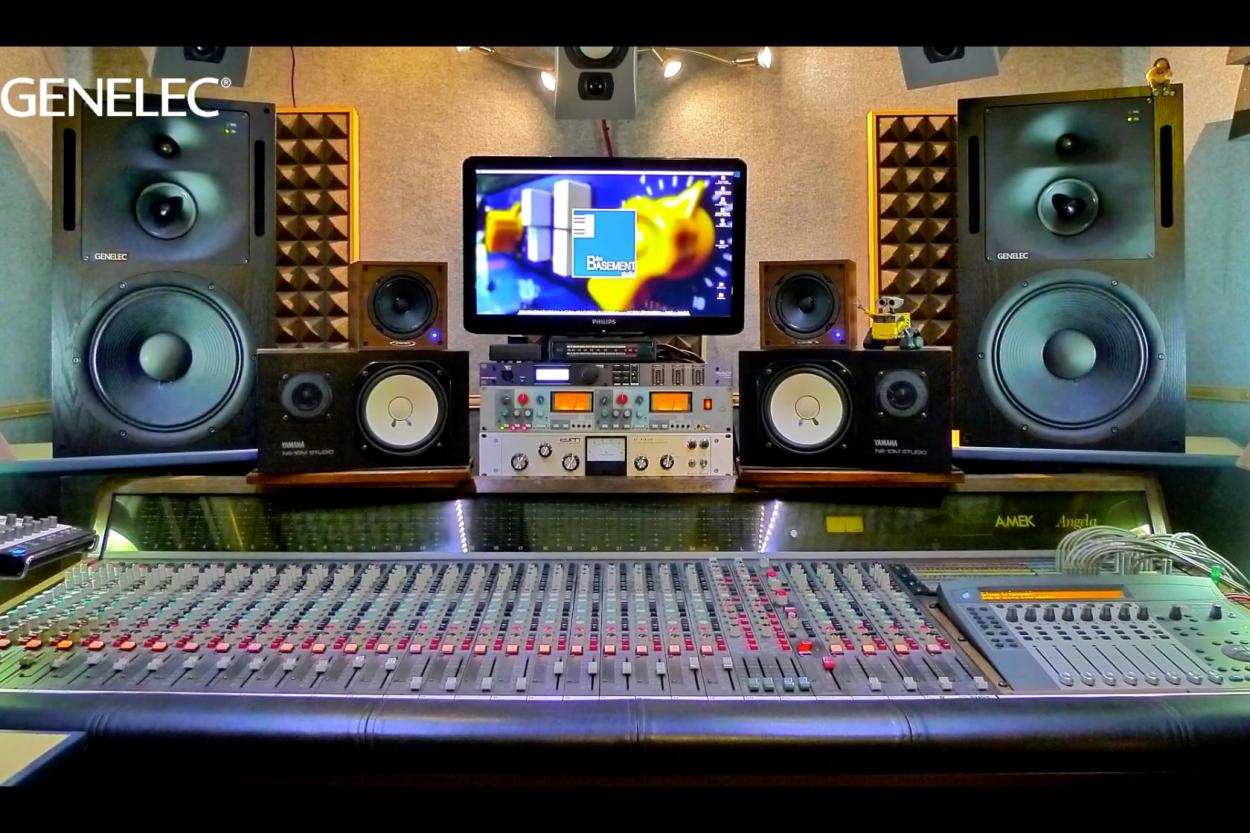 1037C Studio Monitor Vicenza, Italy Header