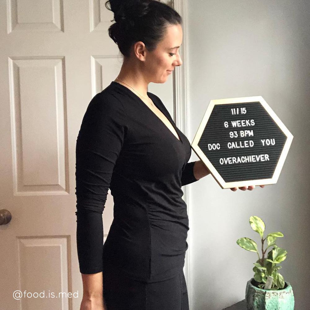 6-weeks-pregnant-bump-@food.is.med
