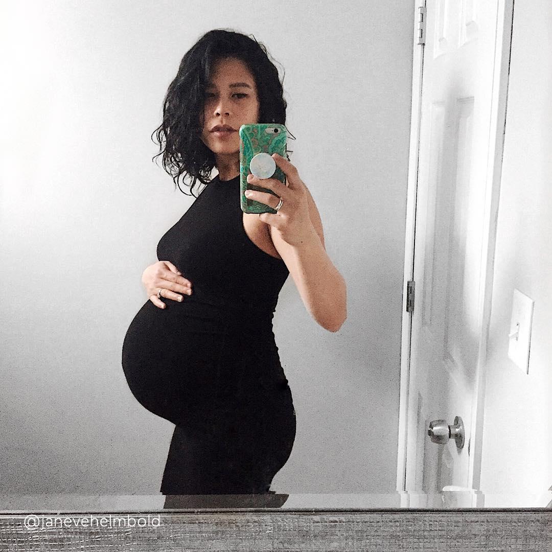 40-weeks-pregnant-bump-@janevehelmbold
