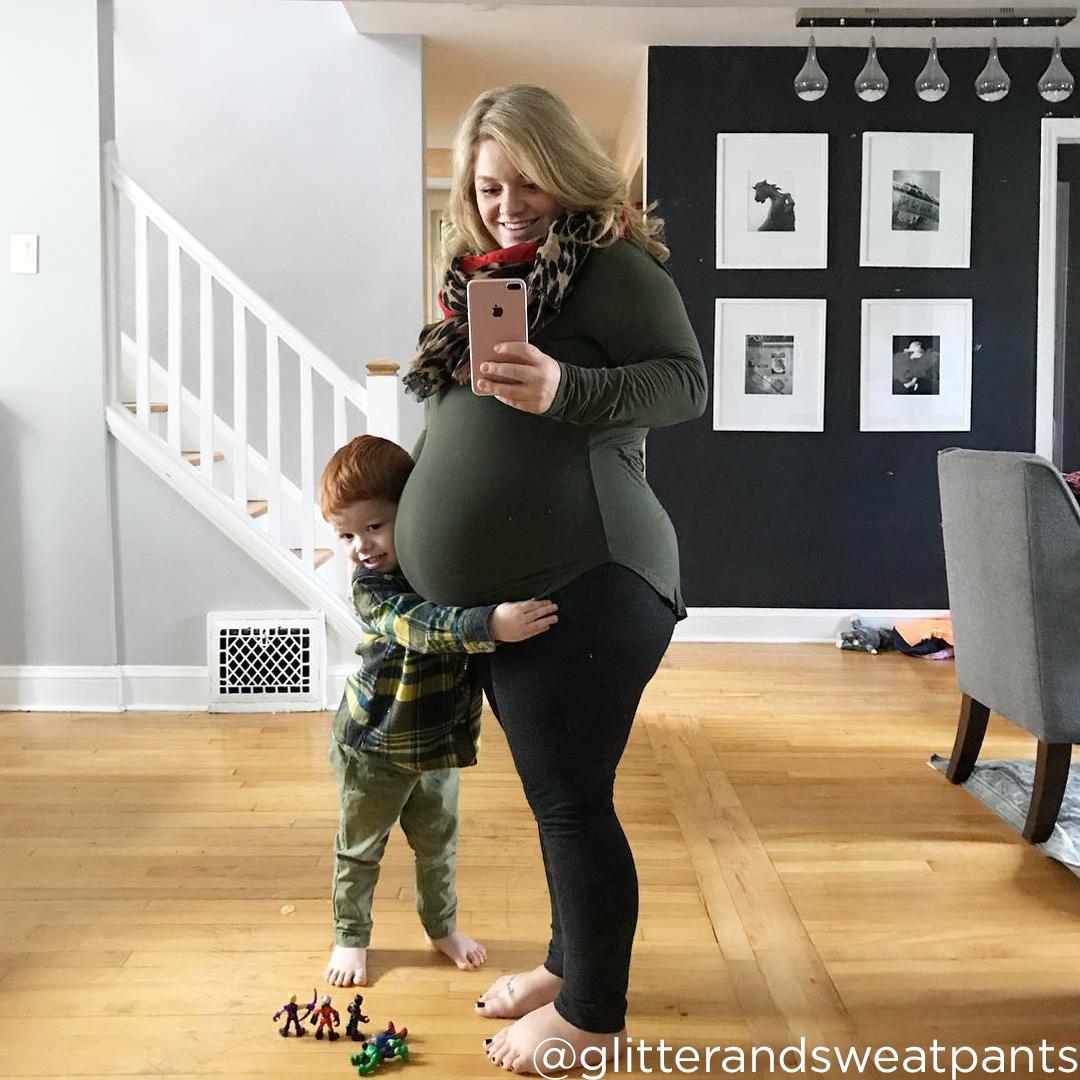 29 weeks pregnant swollen feet @glitterandsweatpants