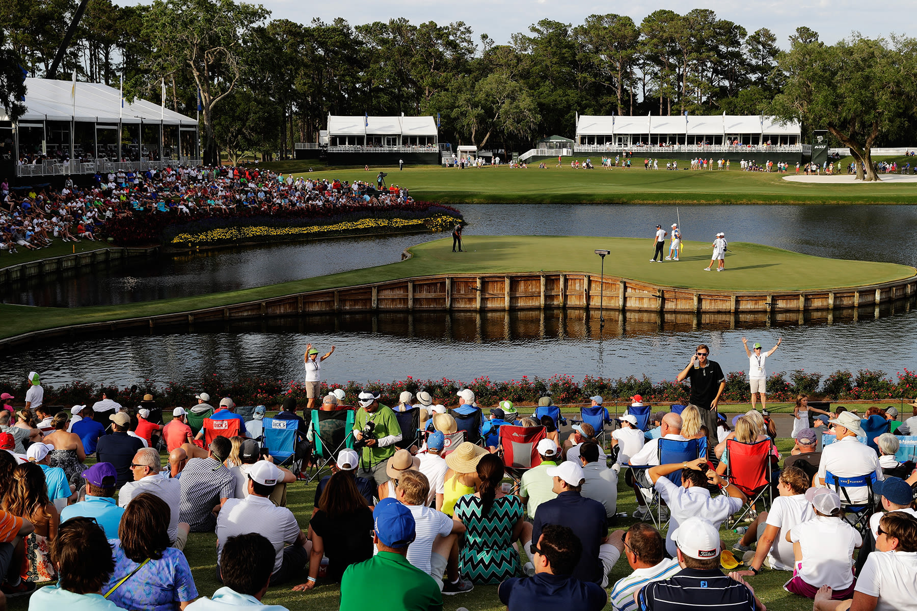 Jason Day of Australia putts on the 17th green during the second round of THE PLAYERS Championship at the Stadium course at TPC Sawgrass on May 12, 2017 in Ponte Vedra Beach, Florida. (Photo by Jamie Squire/Getty Images)