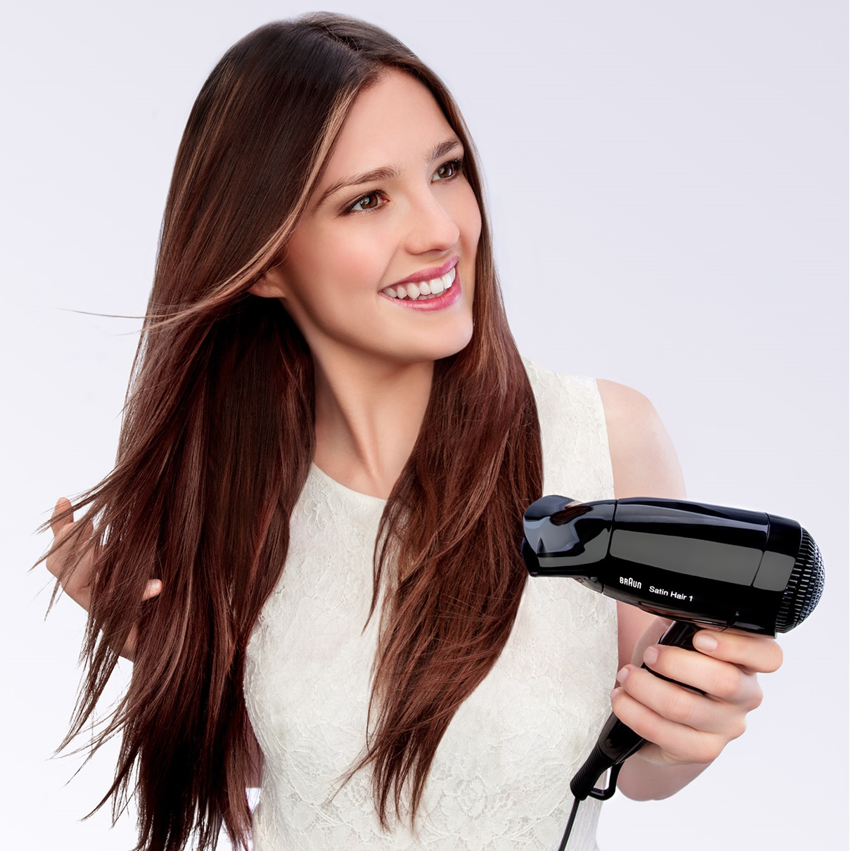 Braun Satin Hair 1 HD130 the lightest Style&Go Braun dryer - in use