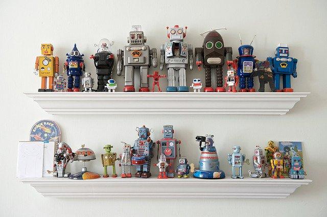 shelves-of-robots